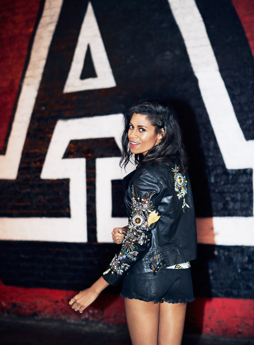 "Video: AlunaGeorge – ""Attracting Flies"""